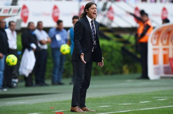 Matías Almeyda durante su etapa de entrenador en Chivas de Guadalajara. Foto: AFP