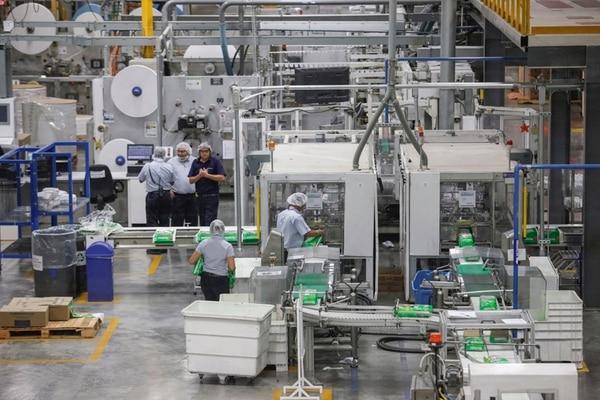 Planta de Kimberly Clark, en Cartago, una de las principales exportadoras a Centromérica. El total de firmas que venden al Istmo se redujo. | JORGE ARCE
