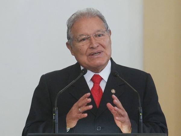 Salvadoreños votan para elegir a diputados y alcaldes