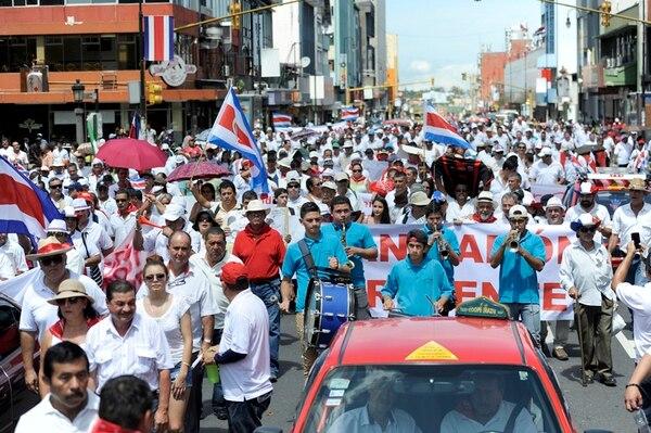 La avenida segunda de San José fue la pasarela de la manifestación de taxistas ayer domingo por la mañana. | GESLINE ANRANGO