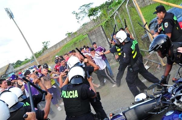 Diputaron aprobaron en segundo debate proyecto de ley que establecerá sanciones a quienes provoquen actos de violencia en los estadios. | ARCHIVO