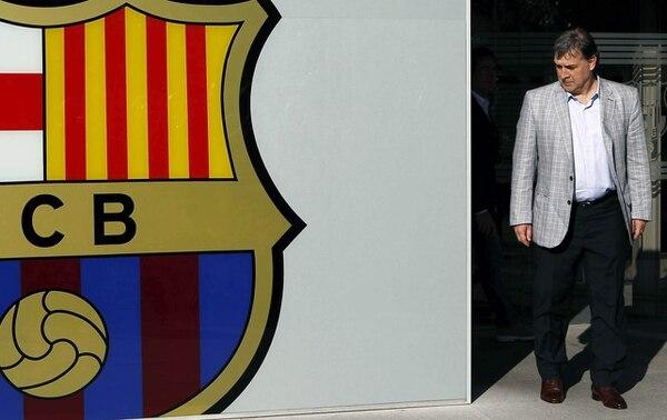 El nuevo entrenador del F.C. Barcelona, el argentino Gerardo 'Tata' Martino, a su llegada hoy a las oficinas del club azulgrana.