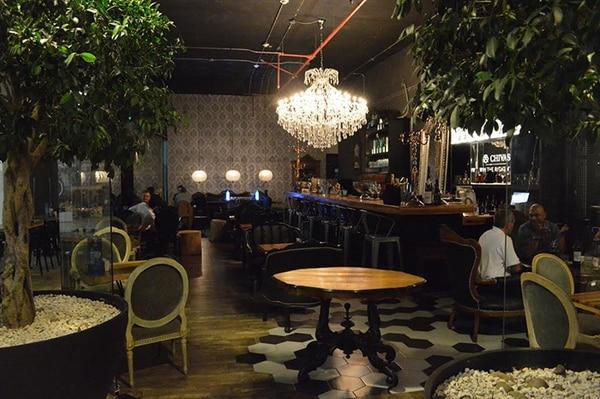 El lugar es ideal para conversar relajadamente mientras se disfruta de un platillo internacional.