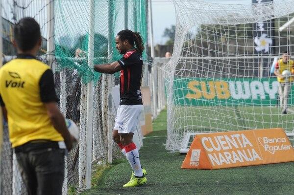 Jonathan McDonald le dio la victoria a Alajuelense ante la UCR. Foto de: Diana Méndez.