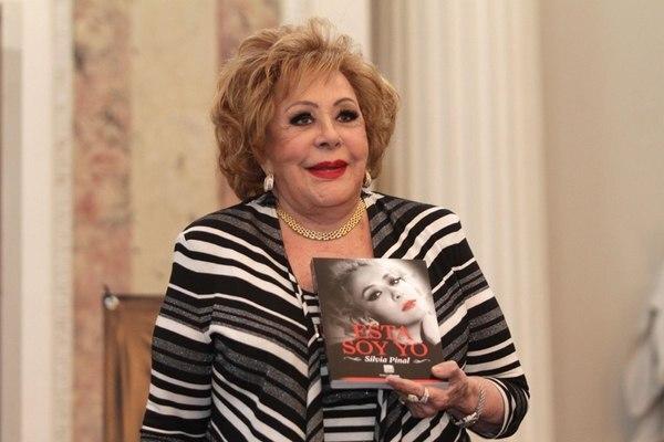 La primera actriz mexicana Silvia Pinal tiene 87 años. Estuvo casada con el cantante Enrique Guzmán y es la madre de Alejandra Guzmán. Foto: Archivo.