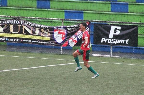 El defensor Yeison Molina celebra el gol de Guanacasteca ante Barrio México, el cual les permitió llegar a la serie de penales y avanzar a la final. Cortesía: Guanacasteca