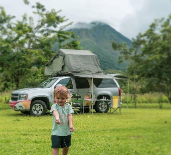 El volcán Arenal ha formado parte del itinerario de viajes de esta familia, ya que si hay algo que disfruta Agatha es estar en contacto con la naturaleza. Fotografía: Cortesía