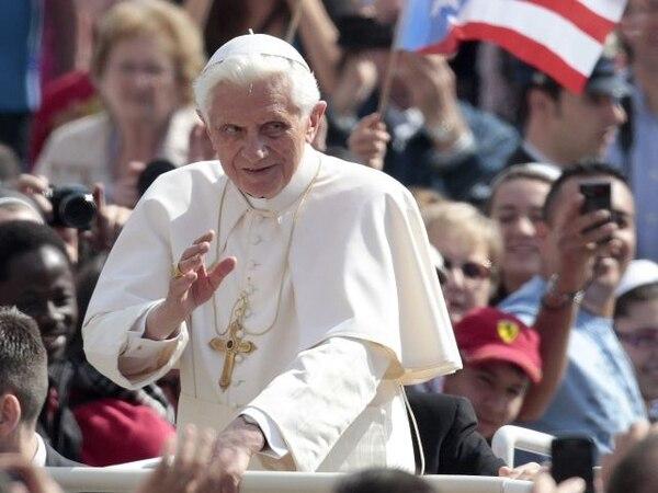 El Papa ayer en la plaza de San Pedro, en la ciudad del Vaticano.   AP