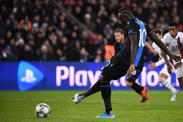 Mbaye Diagne no debía tirar el penal según su entrenador. Fotografía: AFP
