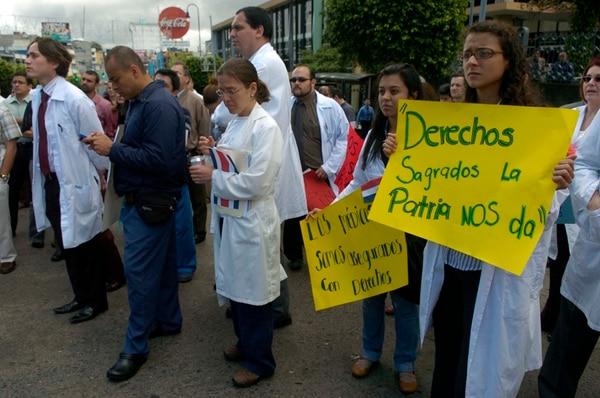 El Código Procesal Laboral fue vetado por considerar que amplía los derechos de huelga en servicios públicos esenciales como los que brindan los hospitales. Aquí, la huelga de anestesiólogos de 2011. | ARCHIVO