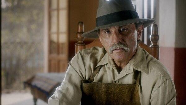 En la serie, Zurita también interpreta a Telésforo Camacho, el padre del capitán, y quien fue un humilde zapatero. Fotografía: FOX para La Nación