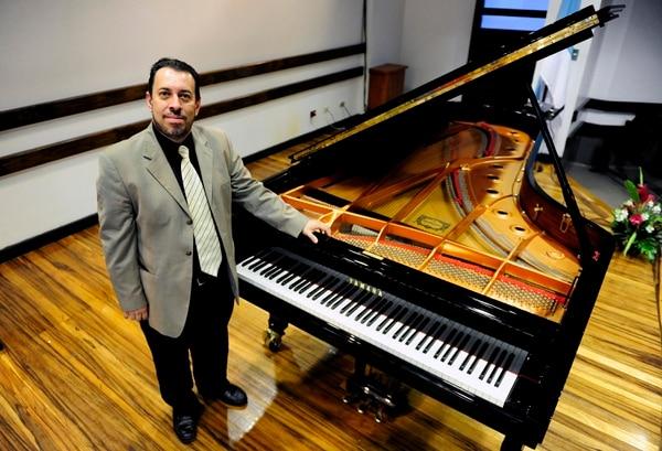 Además de intérprete, Manuel Matarrita es compositor y conferencista. Foto: Melissa Fernández Silva