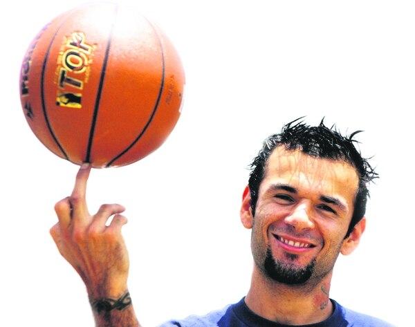Alejandro Grijalba es fundamental en el equipo de baloncesto de Turrialba.