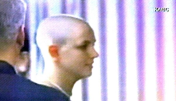 En el 2007 la artista cortó totalmente su icónica cabellera rubia y sumó más escándalos a su vida. Foto: Archivo.