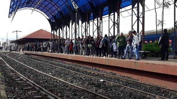 Decenas de personas prefirieron el tren. Foto: Keyna Calderón, corresponsal GN