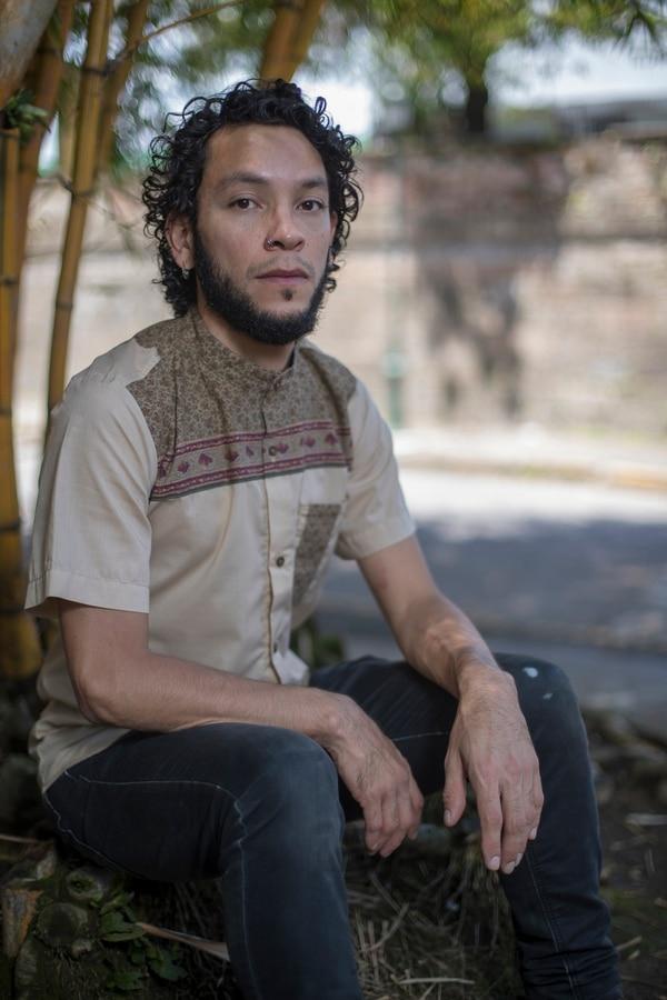 Fabrizio Walker es cantautor y la voz de Infibeat desde hace diez años. Foto: José Cordero