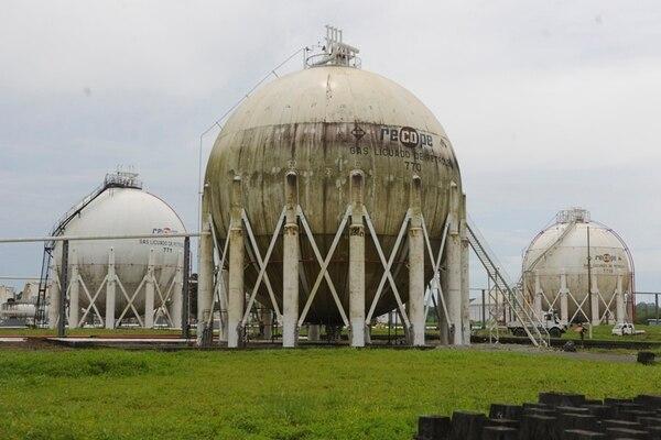 La refinería de Moín, en Limón, está paralizada desde agosto del 2011. El plan para su modernización fue estimado en $1.500 millones, y se convirtiría en la obra de infraestructura pública más grande de Costa Rica. | ARCHIVO/JORGE NAVARRO