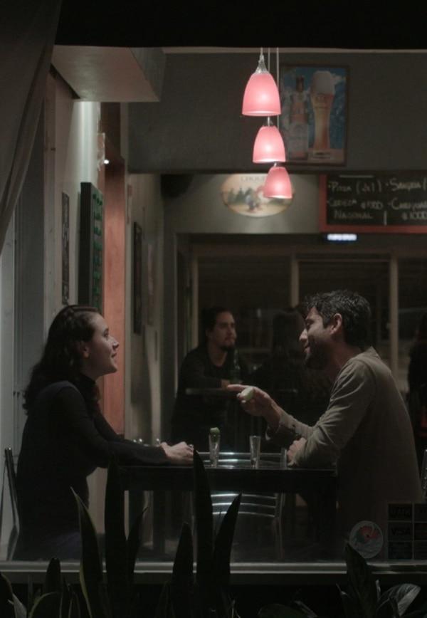 El reencuentro entre Claudia (Biamonte) y su amigo Santiago (Fernando Bolaños) es vital dentro de la trama. Las cosas suceden por algo y para algo. Cortesía de Sputnik Films.
