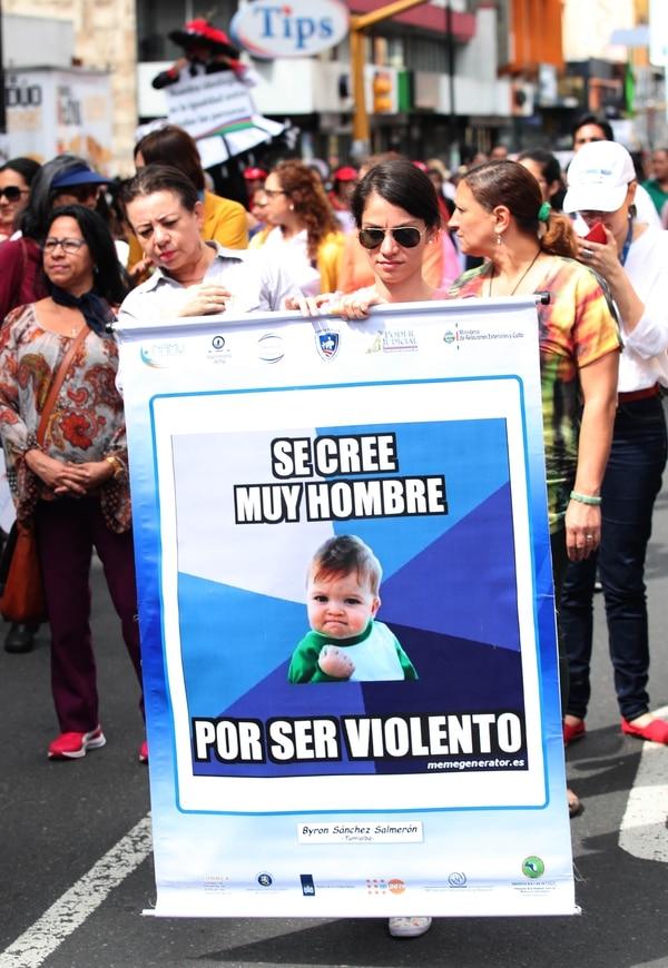 Mujeres marchan en contra de la violencia doméstica en San José. Fotografia:: Graciela Solis