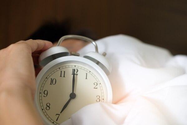 A partir de la pubertad, el reloj biológico sufre un retraso, quizás por un cambio hormonal, dicen los expertos. Archivo LN