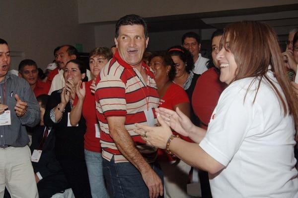 Abel Chacón Zamora (de rayas) participó en la Asamblea del 2009. | ARCHIVO