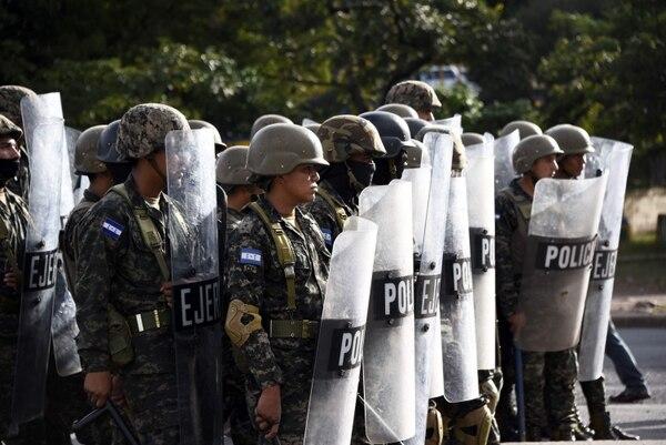 Militares hondureños participaron en la vigilancia de una protesta, el 6 de diciembre del 2017, en Tegucigalpa.
