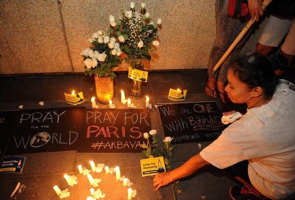Tributo por las víctimas de París