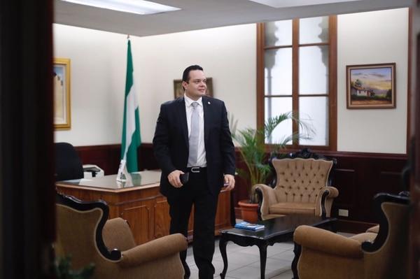 Gonzalo Ramírez, a su salida de la jefatura de fracción del PLN. Antonio Álvarez recordó que el acuerdo del bloque opositor era impulsar un candidato de un partido minoritario para el último año de esta administración.