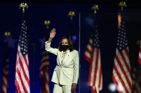 Vice President-elect Kamala Harris arrives to deliver remarks in Wilmington, Delaware, on November 7, 2020, after being declared the winner with Joe Biden of the presidential election. (Photo by Jim WATSON / AFP)