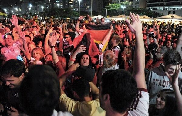 El mar de aficionados argentinos que inundó Copacabana desapareció y los alemanes, junto a los brasileños, se sumaron a un gran festejo. | AFP