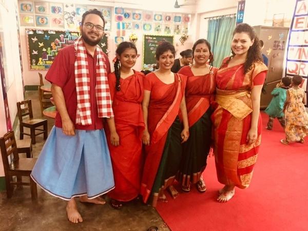 Los ticos Frank Artavia Doñas y Dayana Acosta Soto con amigas de Bangladés.
