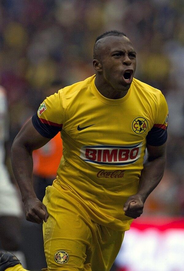 Christian Benítez celebró el 3 de noviembre del 2012 un gol que el anotó para América a Pachuca en el estadio Azteca.