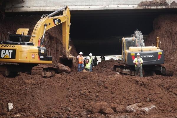 Conexión de excavaciones norte y sur en viaducto de Garantías Sociales, en Zapote. José Cordero