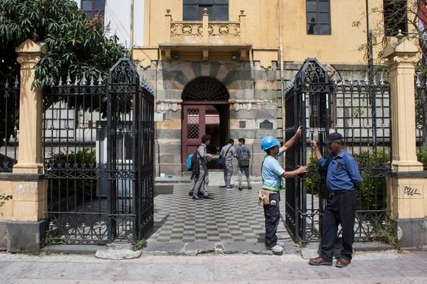 En marzo de este año, un grupo de estudiantes y egresados del Liceo de Costa Rica denunció a miembros de la junta administrativa por uso indebido de los recursos de esa institución.   IGNACIO GONZÁLEZ PARA LN
