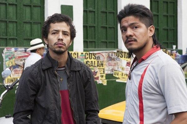 El costarricense Leynar Gómez (a la derecha), interpretó al personaje de Limón en la serie 'Narcos', de Netflix. FOTO: Juan Pablo Gutierrez/Netflix
