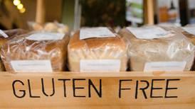 ¿Cómo se evita la contaminación de gluten en las plantas de alimentos?