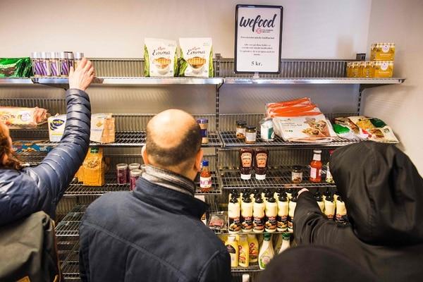 Los responsables de Wefood aseguran que se mantienen pendientes de la mercadería, para que el producto sea apto para consumo . | AFP.