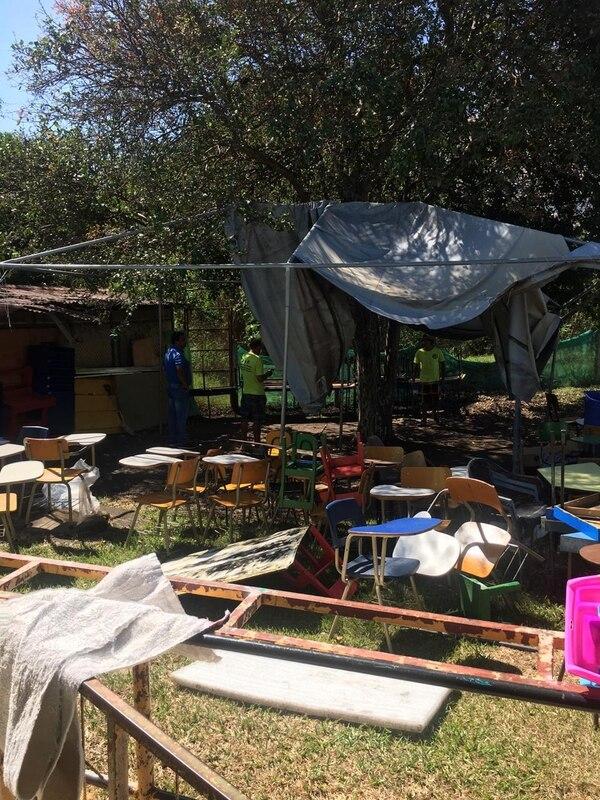 La zona donde los niños reciben artes plásticas en el Centro de Enseñanza Especial de Santa Ana, revela del desorden de las instalaciones actuales. Cortesía: Defensoría