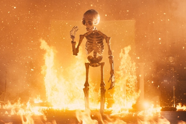 La animación es parte esencial del Festival Shnit. Este esqueleto, envuelto en fuego, lo demuestra. Cortesía de Shnit
