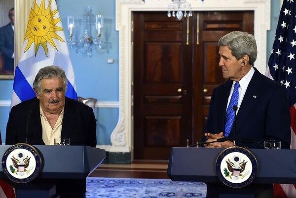 El secretario de Estado de Estados Unidos, John Kerry, recibió hoy al presidente de Uruguay, José Mujica, para conversar sobre intercambios educativos y cooperación científica y tecnológica, en la segunda jornada de la visita del líder uruguayo a Washington.