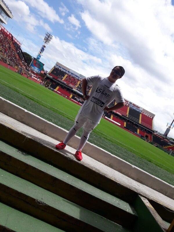 Sebastián Retana no podía creer que iba a jugar en el partido de despedida de Gabas. Fotografía: Cortesía
