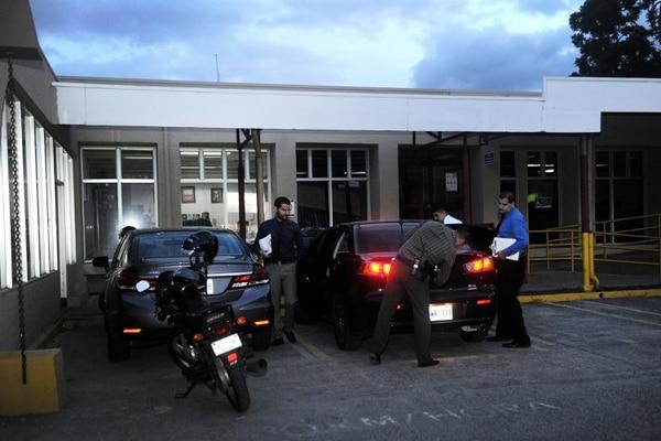 Oficiales del OIJ en el tribunal contencioso. Rafael Murillo