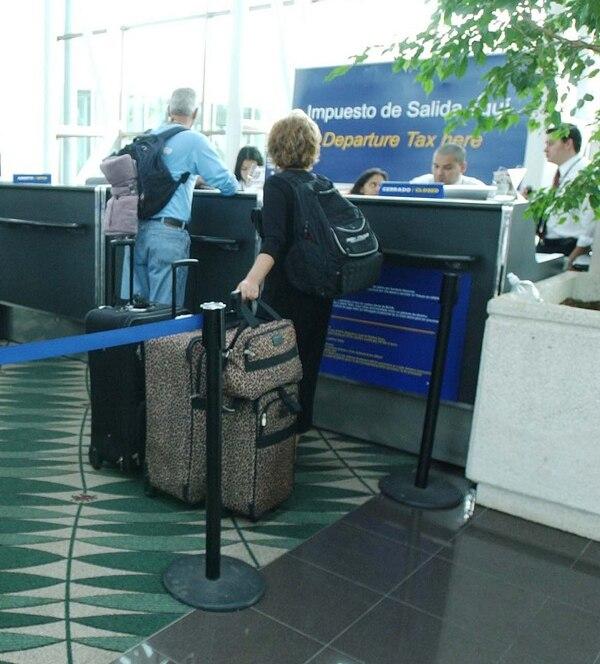 El impuesto de salida de $29 se paga actualmente en los aeropuertos o agencias de Bancrédito.
