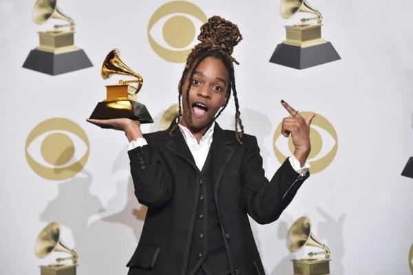 En su discurso de aceptación del Grammy, Koffee reconoció a los artistas que han engrandecido el género del reggae en la historia. Foto: AFP.