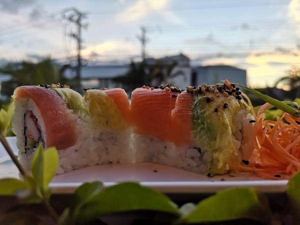Comiendo sushi. Foto: Osvaldo Calderón