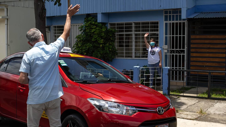 Asegurando contar, antes de arrancar, con una flotilla de seis mil taxistas afiliados y medio millón de descargas de su aplicación para celulares, la empresa Omni se la lanza a la conquista de pasajeros con su nuevo servicio: Omni-Taxi.