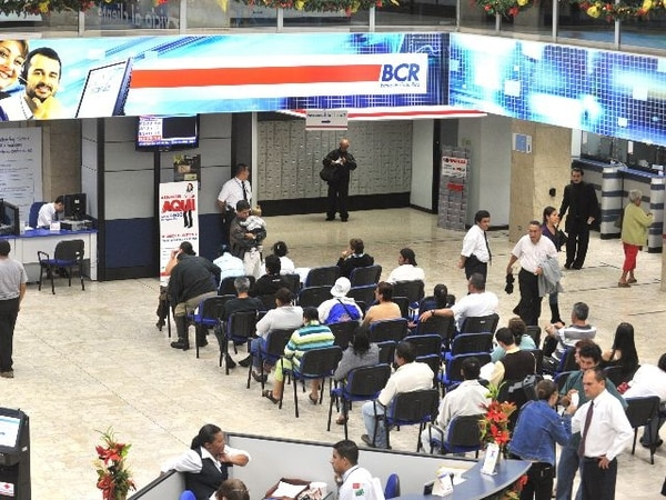 Costa Rica es el único país con una participación dominante de la banca estatal. | ARCHIVO.