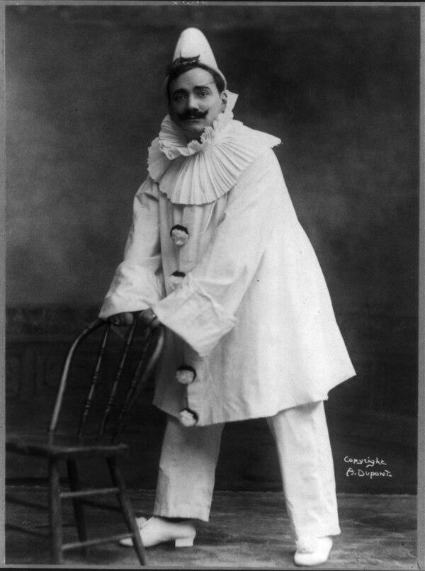 Una imagen del 1908 del tenor italiano Enrico Caruso (1873-1921) en la célebre ópera de Leoncavallo. Foto: Biblioteca del Congreso de Estados Unidos/Wikimedia Commons.