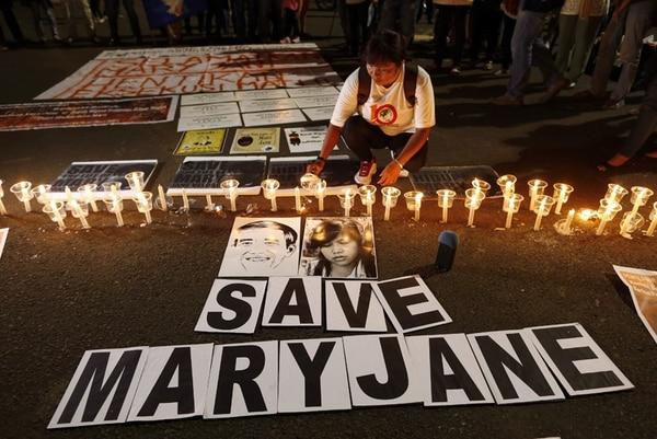 Un indonesio participó la noche del sábado en una vigilia para apoyar a la filipina Mary Jane, una de las condenadas a pena de muerte. | EFE
