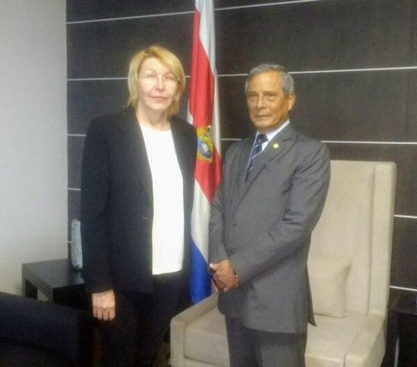 La exfiscala venezolana Luisa Ortega se reunió este lunes con el fiscal general, Jorge Chavarría, en el salón diplomático del aeropuerto Juan Santamaría en Alajuela.
